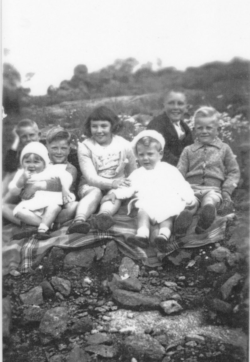 Francis and Colin Shemeld plus Norm and Ada Cook's children Keith, Steve, Clive. Two babies unknown